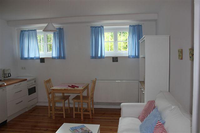 Die 461 M2 Grosse Wohnung Besteht Aus Wohnzimmer Mit Kchenzeile Schlafzimmer Und Duschbad WC